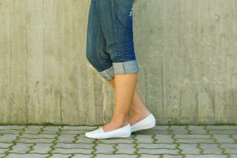 woman-wearing-flat-shoes-7-ways-to-get-rid-of-back-pain-by-healthista